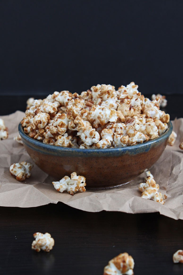 Maple Cinnamon Pecan Popcorn | @reciperunner