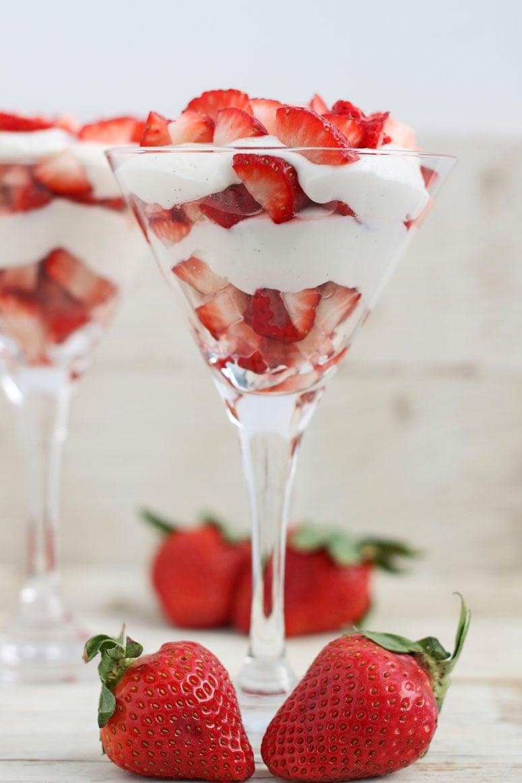 No Bake Strawberry Cheesecake Parfaits - Recipe Runner