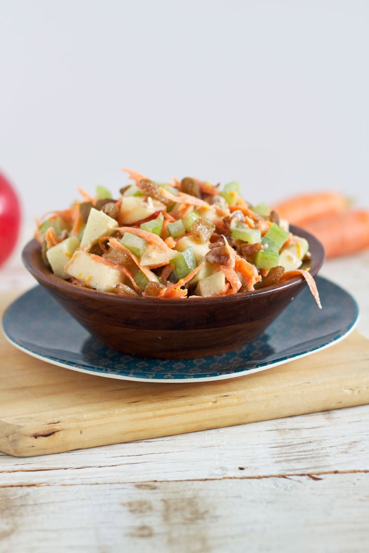 Carrot Apple Salad with Yogurt Dressing | @reciperunner