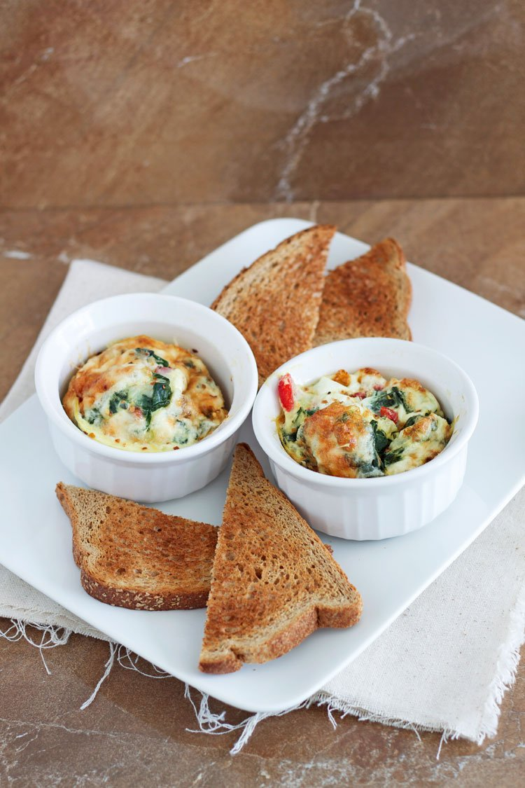 Spinach and Roasted Red Pepper Baked Eggs - Recipe Runner