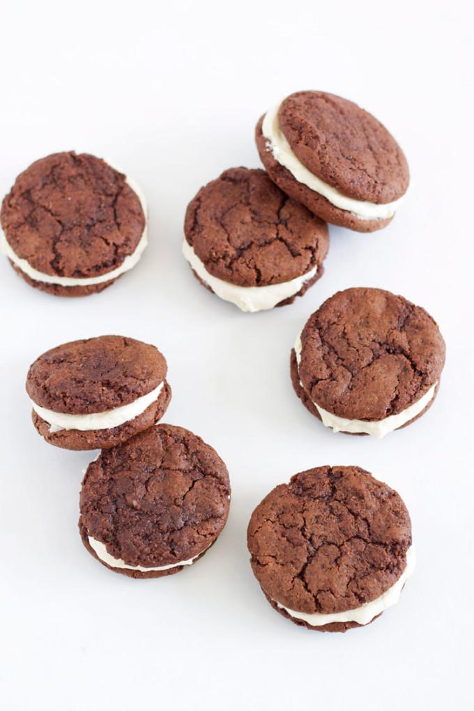 Fudgy Chocolate Kahlua Cookies with Baileys Buttercream | www.reciperunner.com
