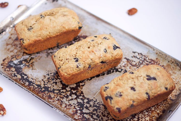 Low Fat Blueberry Pecan Banana Bread | www.reciperunner.com