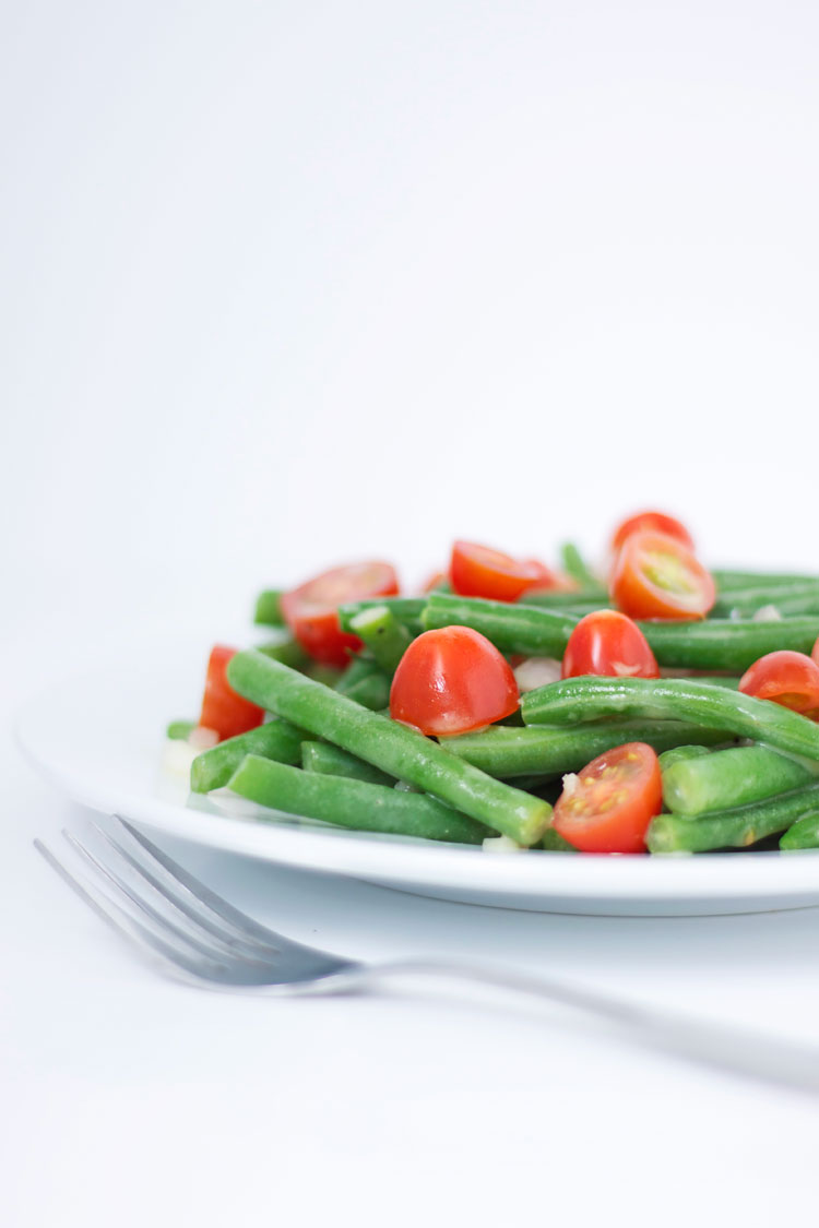 Green Bean & Tomato Salad with Lemon Dijon Vinaigrette | www.reciperunner.com