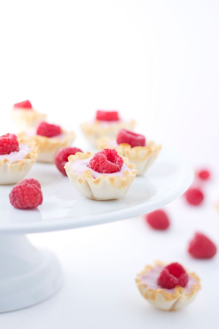 Mini Raspberry Yogurt Phyllo Cups | www.reciperunner.com