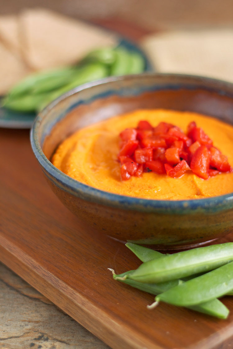 Roasted Red Pepper Hummus | @reciperunner