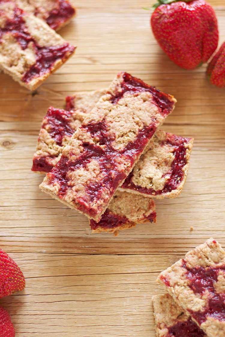 Strawberry Breakfast Bars   www.reciperunner.com