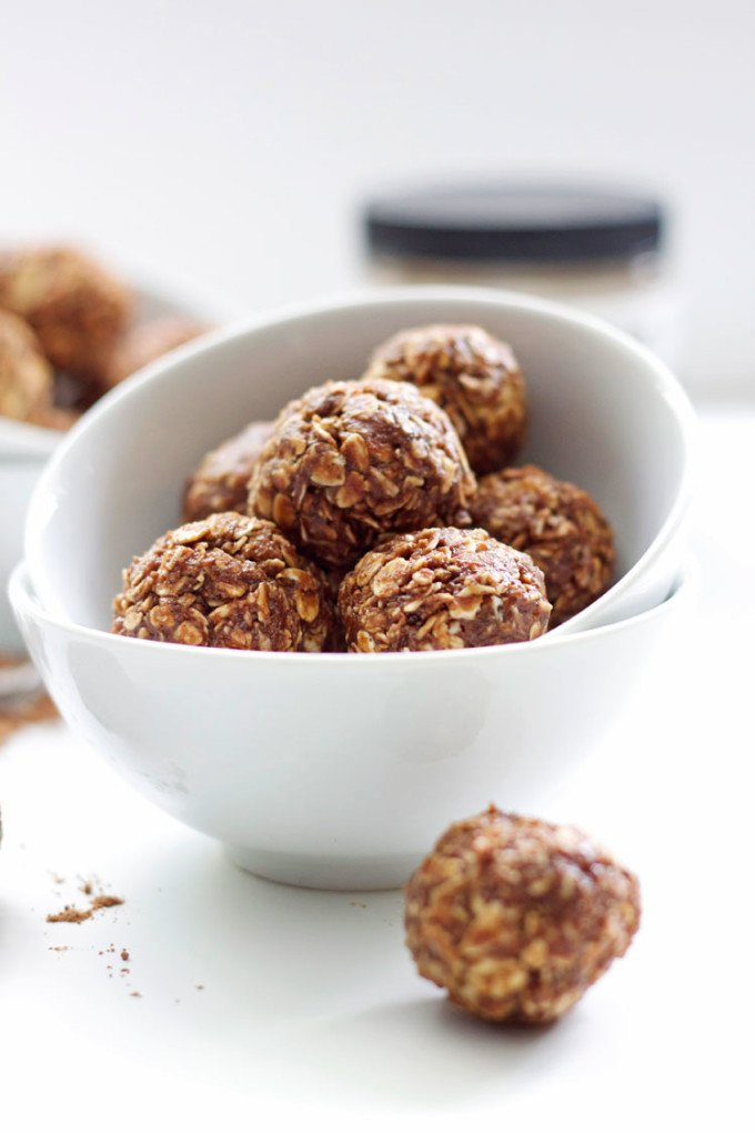 Peanut Butter Mocha Energy Bites | A healthy snack full of peanut butter and mocha flavors! | @reciperunner