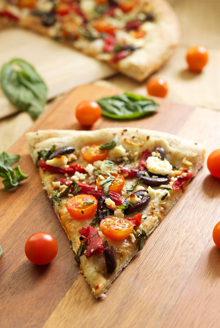 Tomato Basil Feta Pizza | Recipe Runner | A lighter pizza perfect for summer! #pizza #summer
