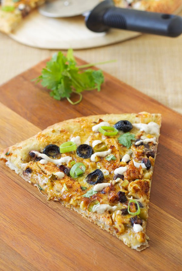 Chicken Enchilada Pizza | Recipe Runner | Pizza inspired by delicious chicken enchiladas! #chicken #pizza