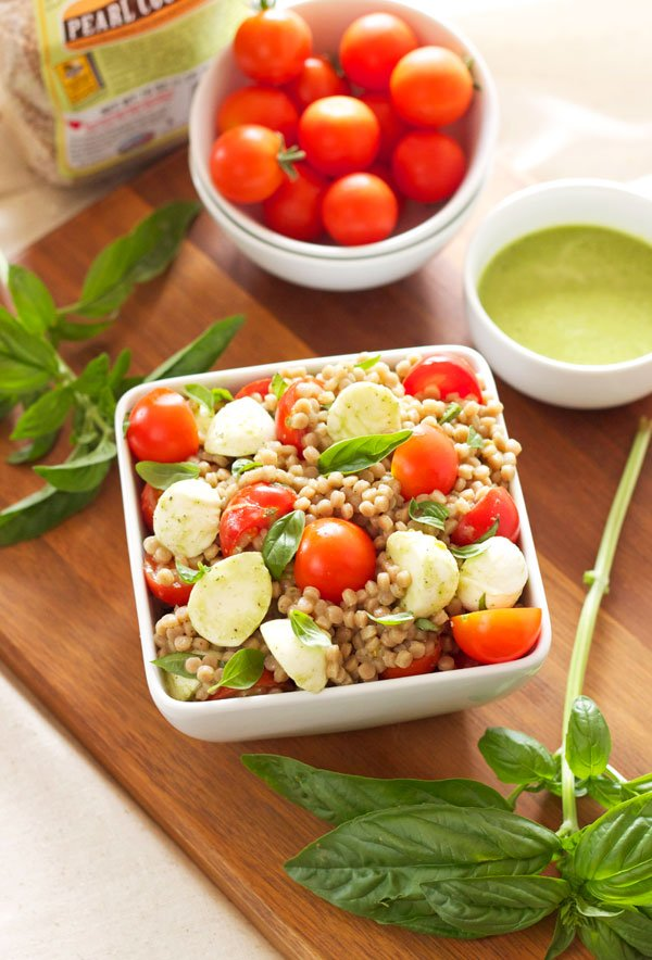 Caprese Couscous Salad | Recipe Runner | If you love caprese salads this version with couscous will become your new favorite! #salad #vegetarian #caprese