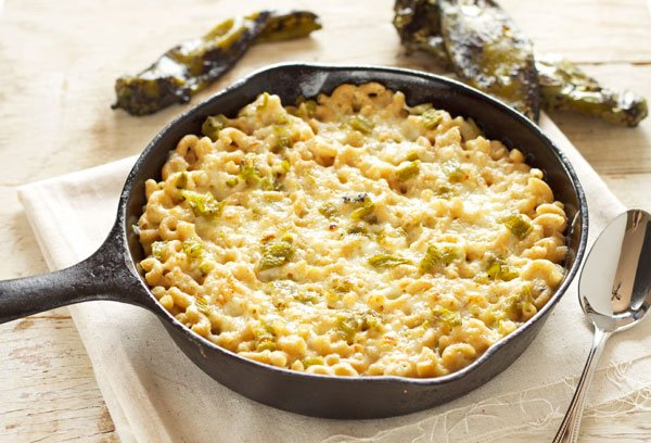 Green Chile Mac and Cheese | Recipe Runner | Roasted Hatch green chiles give this mac and cheese a little bit of heat and a whole lot of flavor! #greenchiles #macandcheese