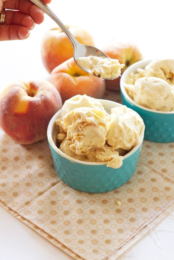 Honey Peach Frozen Yogurt | Recipe Runner | A perfectly sweet end of summer frozen yogurt! Tastes just like peach pie!