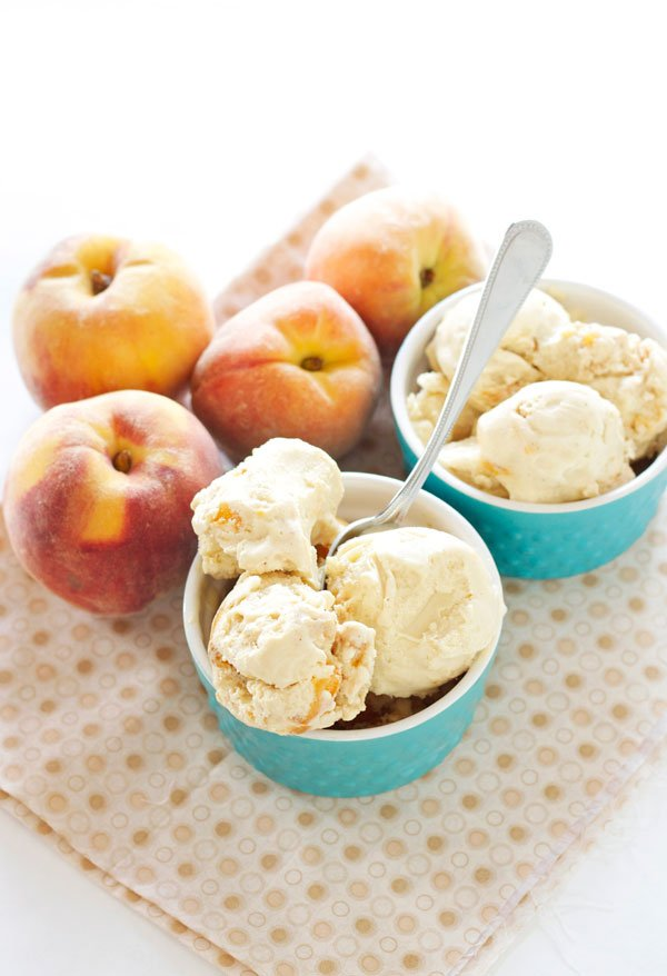 Honey Peach Frozen Yogurt | Recipe Runner | A perfectly sweet end of summer frozen yogurt! Tastes just like peach pie! #peaches #summer #frozenyogurt
