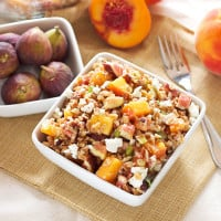 Farro Salad with Peaches and Figs | Recipe Runner | Farro is the perfect whole grain to use in this end of summer salad! #salad #farro #figs #peaches