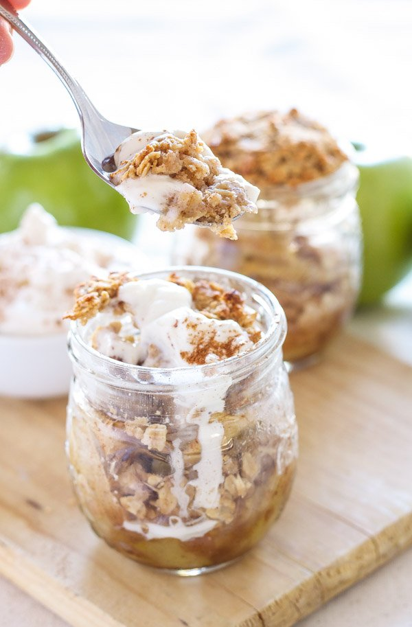 Honey Bourbon Apple Crisps in Jars | Recipe Runner | Honey and bourbon add so much extra flavor to these individual apple crisps!