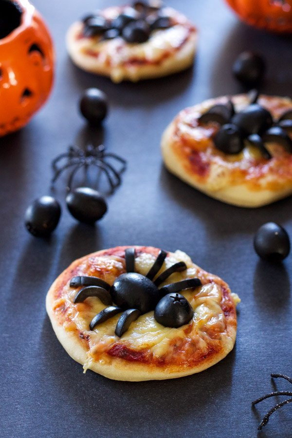 Mini Spider Pizzas   Recipe Runner   Spooky fun mini pizzas using delicious black olives! #CalOlivesHalloween #CleverGirls