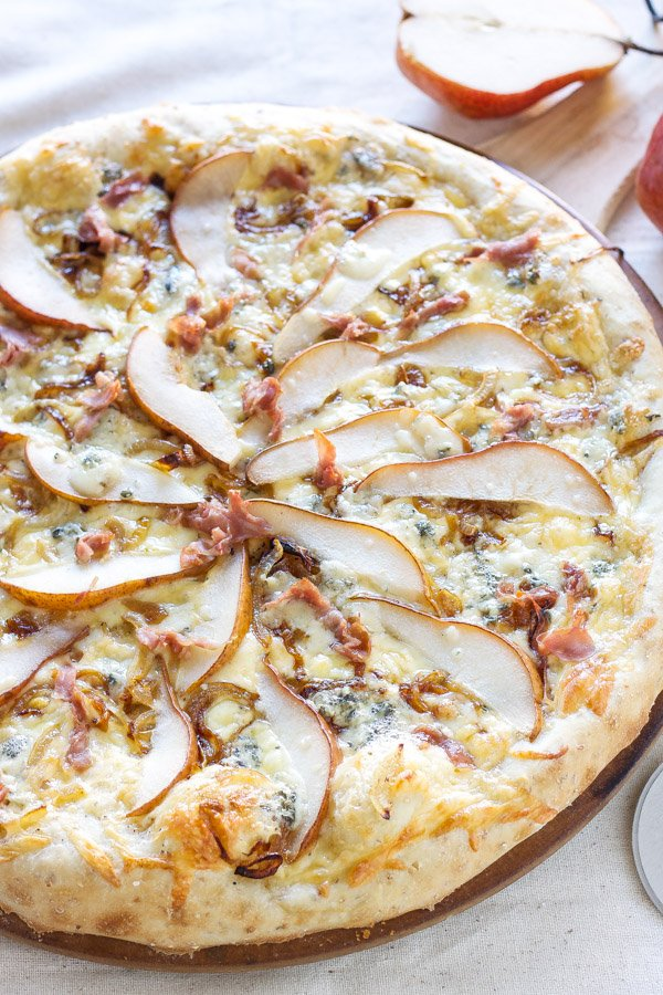 Pear, Prosciutto, and Gorgonzola Pizza | Recipe Runner | Sweet pears ...