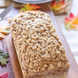 Vegan Pumpkin Streusel Bread | Recipe Runner | Moist vegan pumpkin spiced bread topped with delicious streusel!