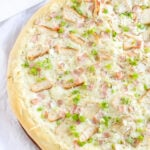 Chicken Cordon Bleu Pizza | www.reciperunner.com | Turn this classic chicken dish into an easy to make pizza!