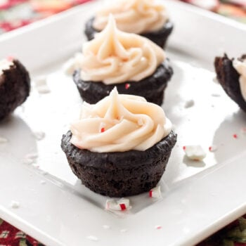 Peppermint Brownie Bites | The perfect bite sized chocolate and peppermint treat for the holidays! | www.reciperunner.com