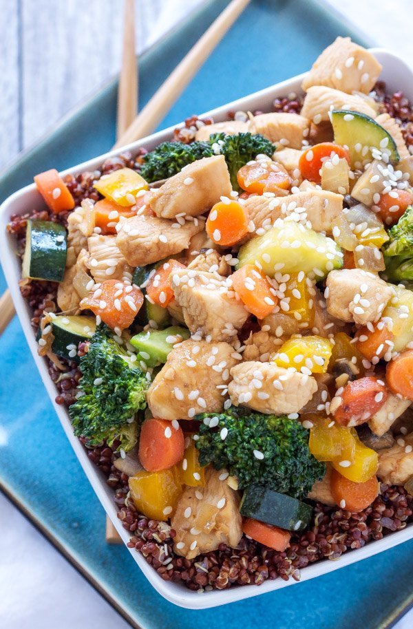 Chicken and Vegetable Stir Fry Quinoa Bowls | These stir fry bowls are ...