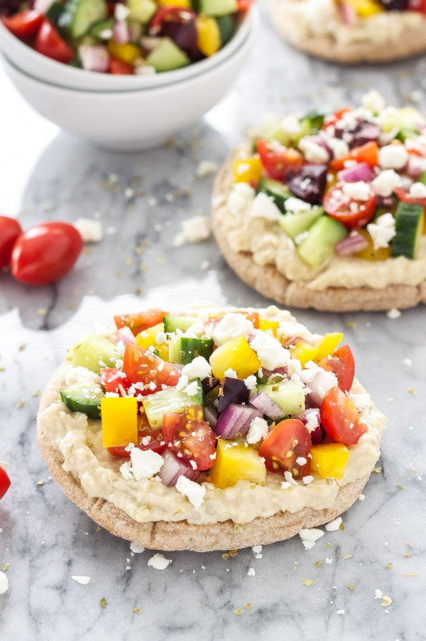 Greek Pita Pizzas | Super healthy, vegetarian pizza with all your ...