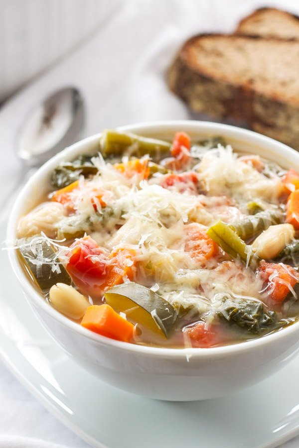 Vegetable Minestrone Soup | Hearty and healthy minestrone soup packed full of vegetable and flavor! | www.Our Healthy Meal Plan will help you navigate through the next week of meals to make school nights easy and healthy and something your family will absolutely love! Everything you need is in this meal plan, breakfast, lunch, dinner, snack, and desert for the week! | joyfulhealthyeats.com #recipes.com