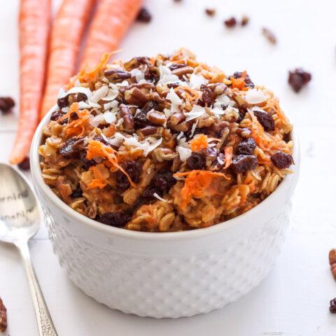 Carrot Cake Oatmeal | Oatmeal that tastes like carrot cake! Who doesn't love dessert for breakfast? | @reciperunner