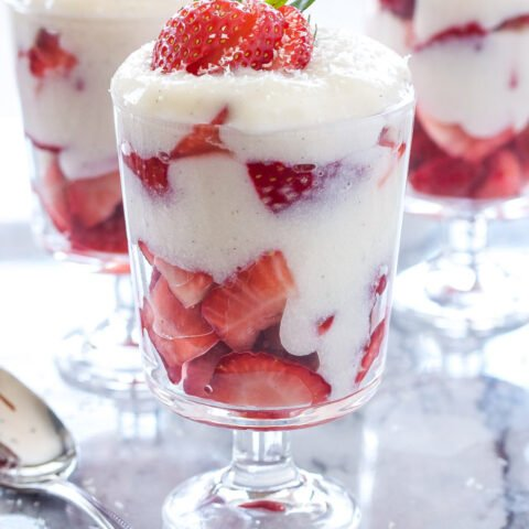 Strawberry and White Chocolate Pudding Parfaits   Layers of strawberries and homemade white chocolate pudding are the perfect springtime dessert!   @reciperunner