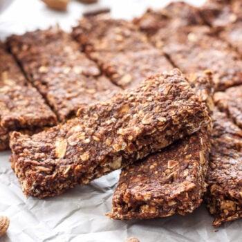 Chocolate Almond Granola Bars | Easy to make, no bake, healthy granola bars! #ad