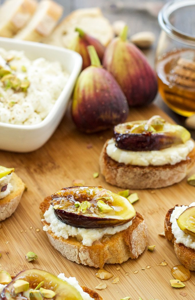 Caramelized Fig and Ricotta Crostini | Ricotta and fresh figs caramelized in honey are perfect together on this summer crostini!