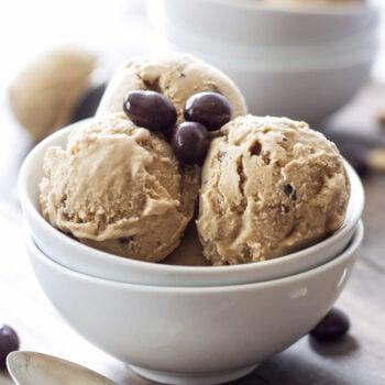 Coffee Cashew Ice Cream | You'll never suspect this Coffee Cashew Ice Cream is dairy-free and vegan! #ad #SilkCashew #VanillaCashew