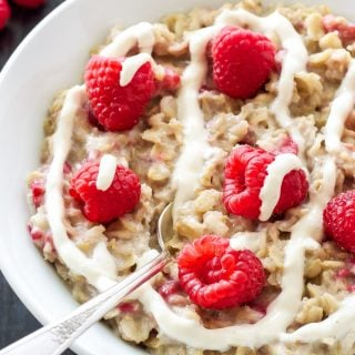 Raspberry Cheesecake Oatmeal | Healthy dessert inspired oatmeal for breakfast without any of the guilt!