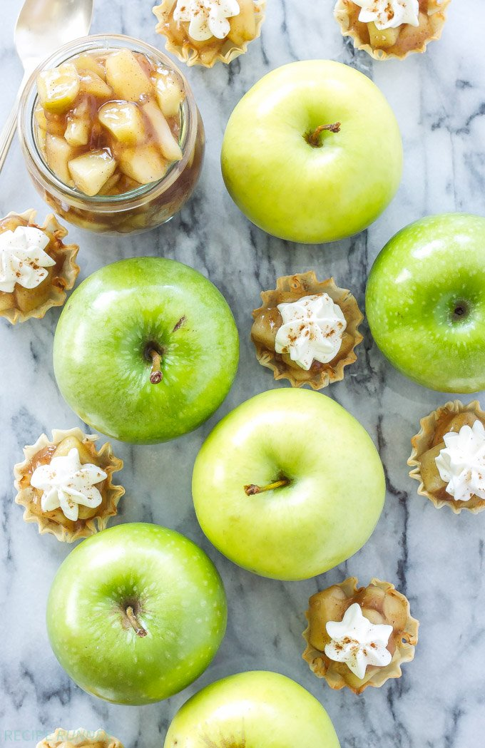No Bake Apple Pie Bites | Easy to make no bake apple pie bites are the perfect fall dessert!