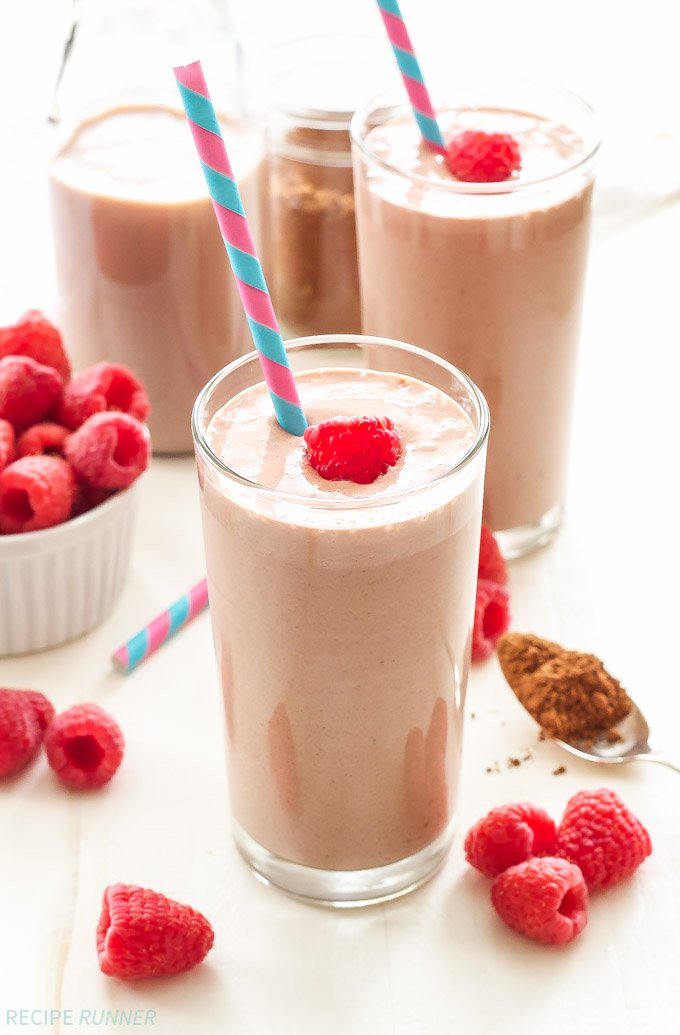 Chocolate Raspberry Smoothie | Chocolate milk, raspberries and Greek yogurt make this protein filled smoothie the perfect post workout recovery drink!