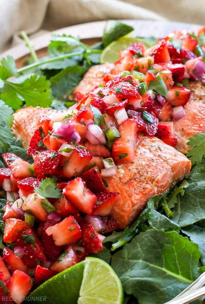 Grilled Salmon with Strawberry Jalapeno Salsa | Hearty grilled salmon paired with a fresh and slightly spicy strawberry jalapeno salsa is perfect for an easy and healthy dinner!