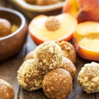 Peach Pie Energy Bites | Freeze dried peaches give these Peach Pie Energy Bites an extra peachy flavor! A gluten-free, vegan and protein filled snack for peach lovers!