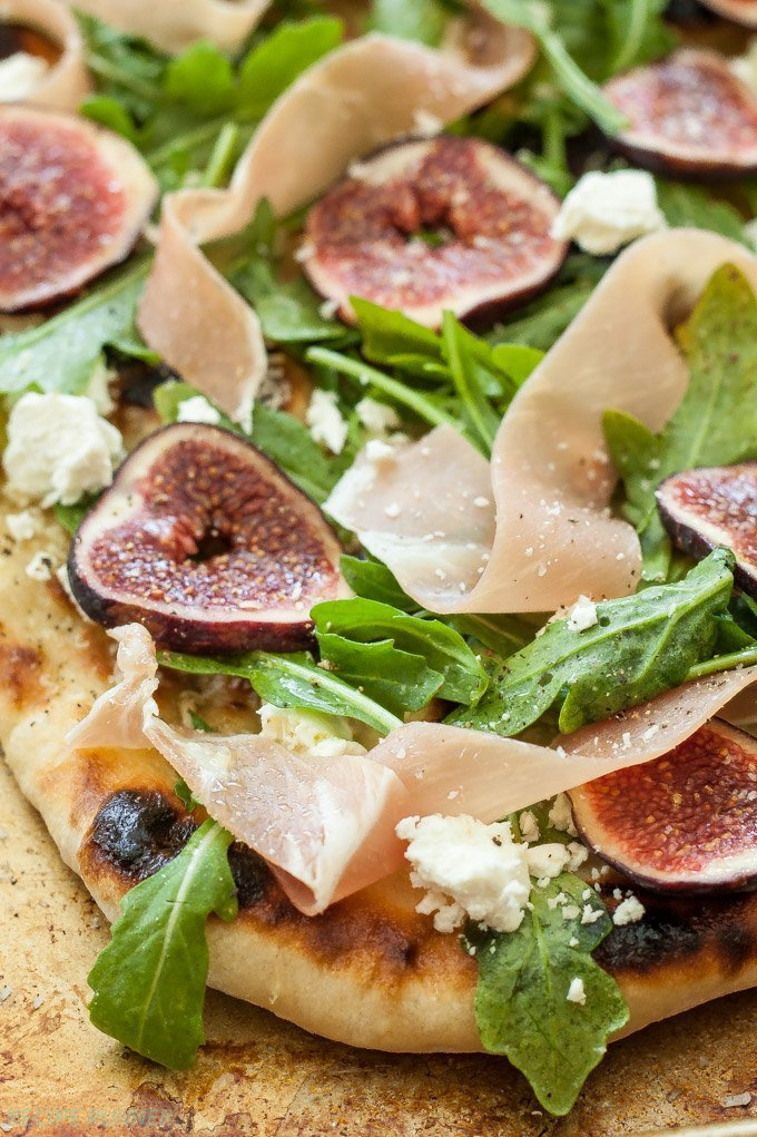 Fig, Prosciutto and Goat Cheese Grilled Pizza | The perfect balance of salty and sweet! This light and fresh pizza is perfect for dinner or an appetizer.
