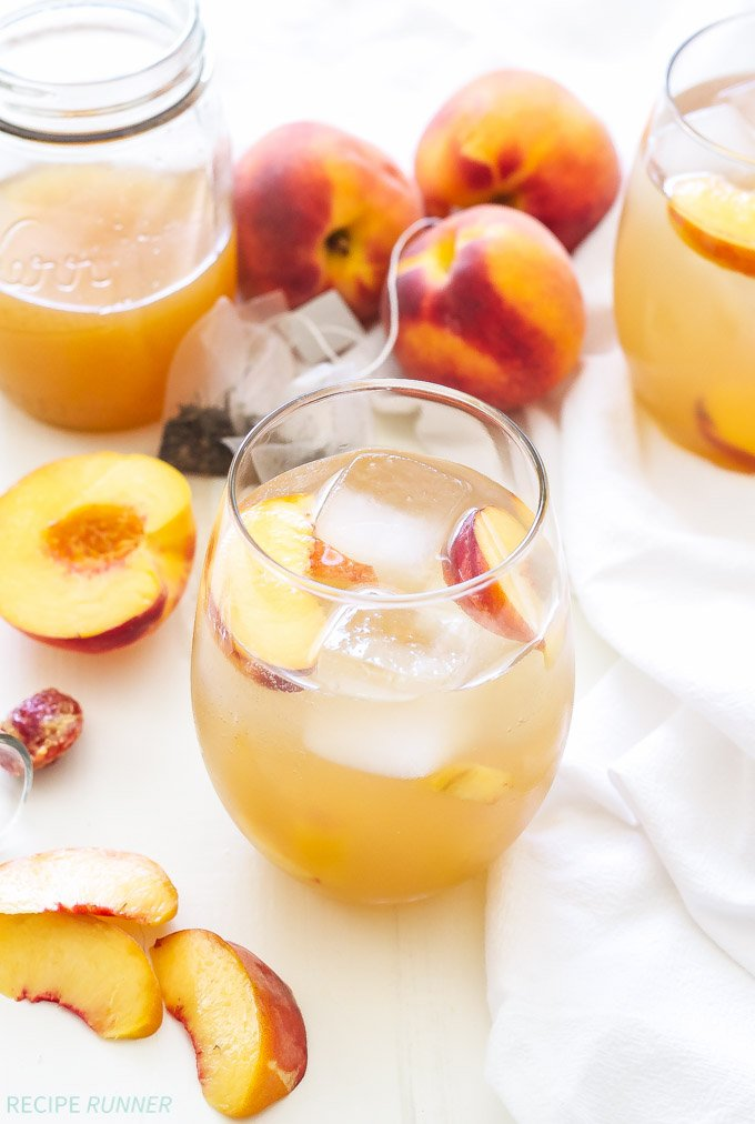 Peach Green Tea Vodka Spritzer | Light, refreshing and perfect for those summer peaches! There's nothing artificial or overly sweet about this cocktail!
