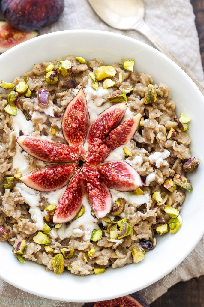 Vanilla Fig Oatmeal with Pistachios and Honey | Take advantage of fresh figs and use them in this seasonally inspired oatmeal! Gluten free and naturally sweetened with figs and honey.