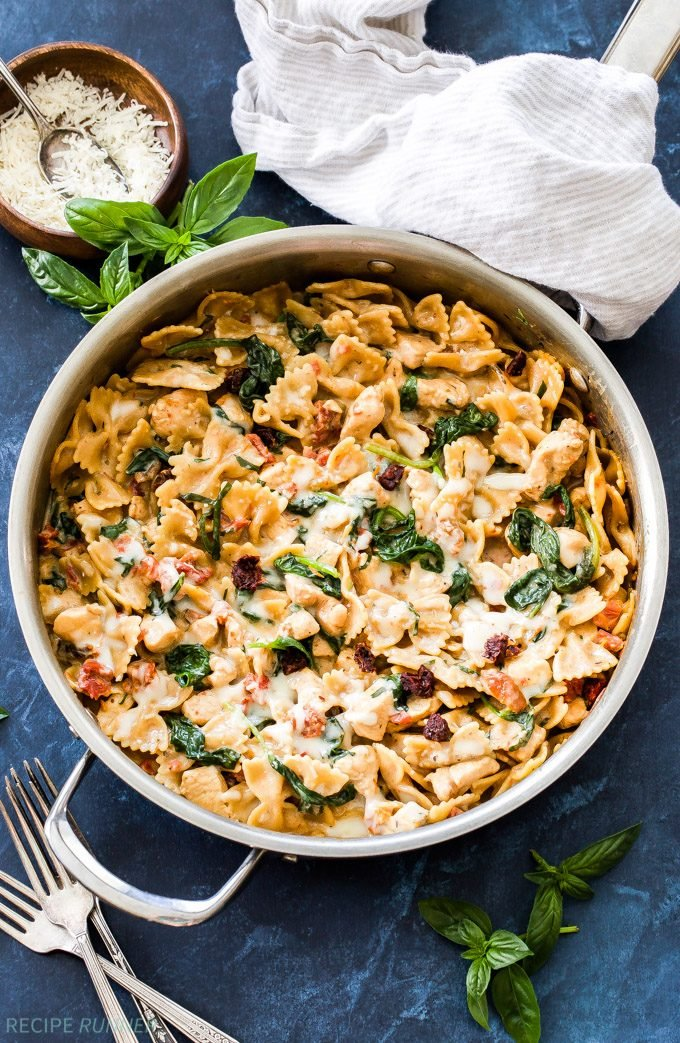 One Pot Creamy Sun Dried Tomato and Spinach Pasta with Chicken. You won't believe there isn't a drop of cream in this flavorful, healthy pasta dish! An easy dinner the whole family will love!
