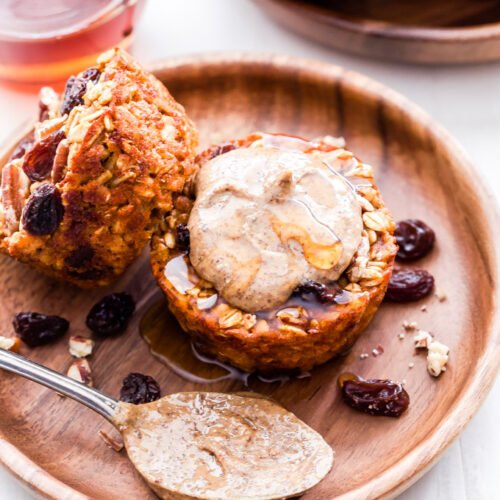 Cinnamon Raisin Sweet Potato Oatmeal Cups are perfectly portioned, freezer friendly and easy to make. Top them with almond butter for a healthy, quick and easy breakfast.#oatmeal #sweetpotato #cinnamonraisin #breakfast #glutenfree