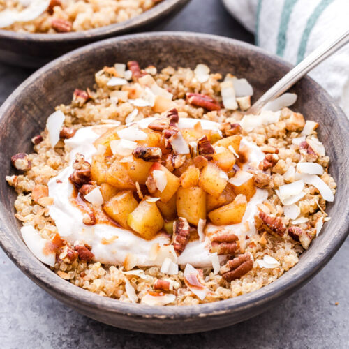 Apple Cinnamon Quinoa Breakfast Bowls are the coziest way to start your morning this fall and winter. A great alternative to your usual bowl of oatmeal! #quinoa #breakfast #applecinnamon #apple #glutenfree #vegetarian